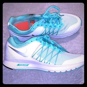Nike shoes sz 7 NEW